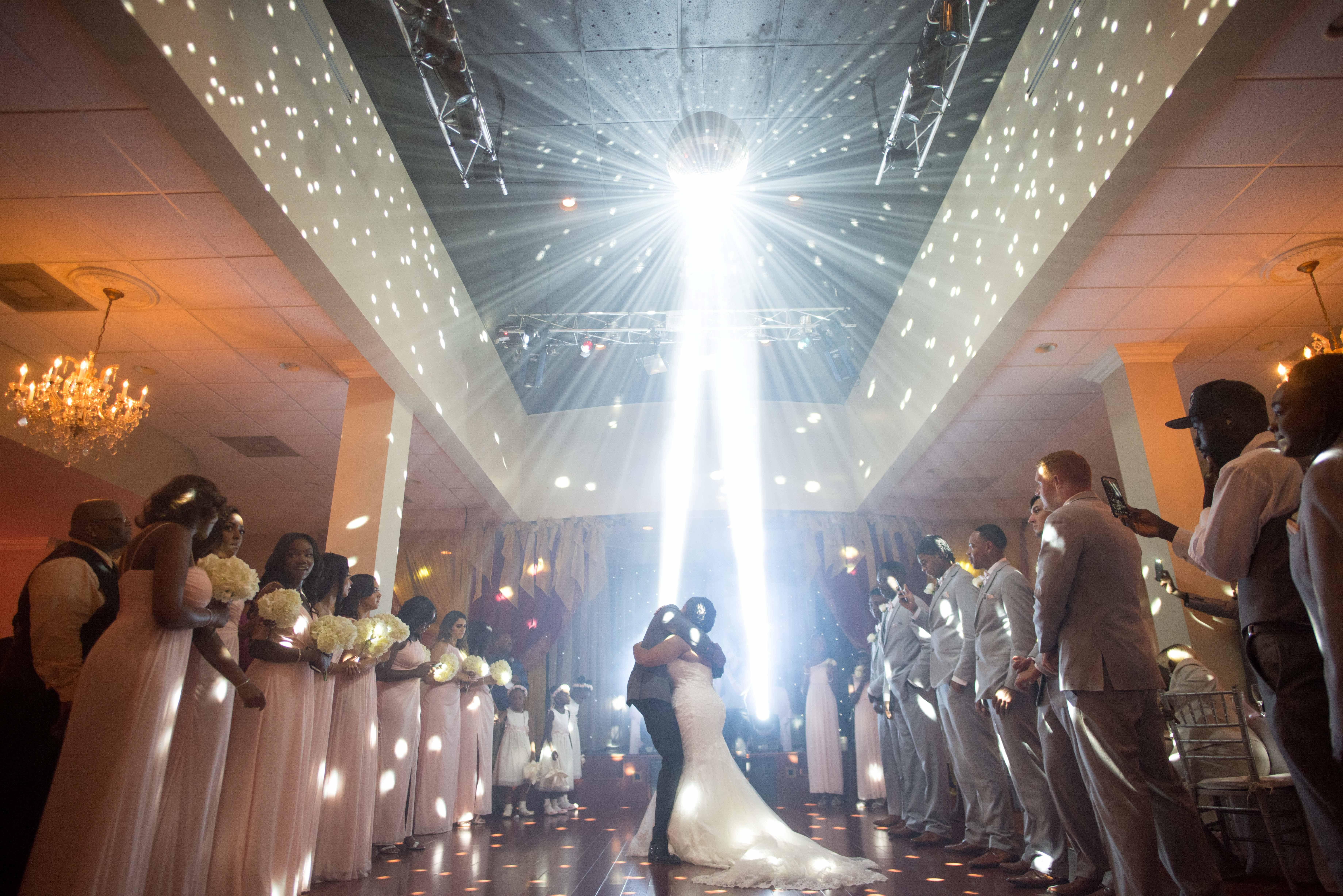 http://www.chineysphoto.com/weddings/mrandmrsleighton/